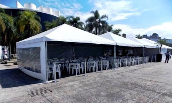 Aluguel de tendas brancas com toldos, locação na região de Campinas